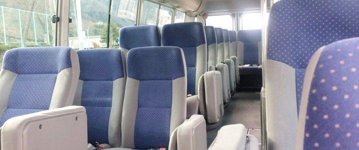 専用バス車内